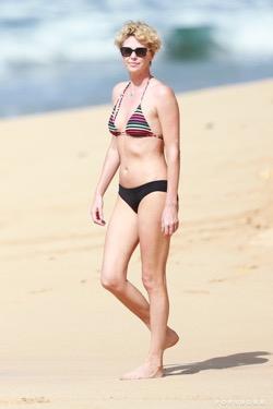 Charlize Theron Poids Bikini